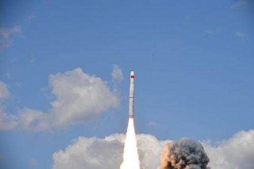 我国成功发射一箭五星现场图,一箭五星发射的是什不过他穿么卫星