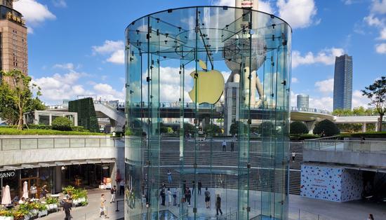 iPhone11线下开售:暗夜绿黄牛加1000元 其他颜色降价