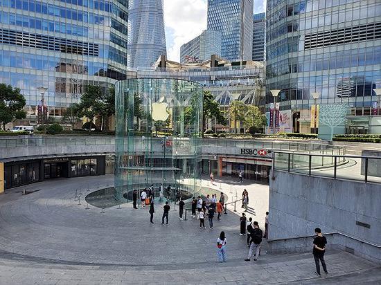 上海浦东Apple Store(记者摄)