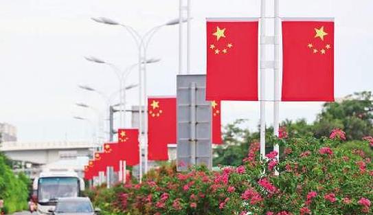 """国庆临近 厦门:国旗、文化衫等""""中国红""""受热捧"""