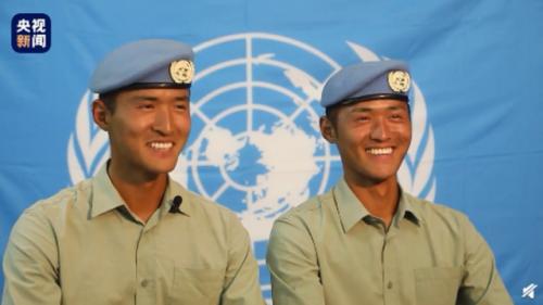 双胞胎两次受阅位置一样 兄弟俩在阅兵训练中互相比拼