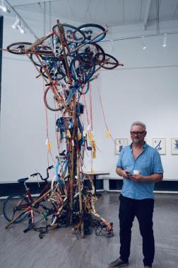 艺术家本特·乌利奇·索伦森及作品《循环自行车树》