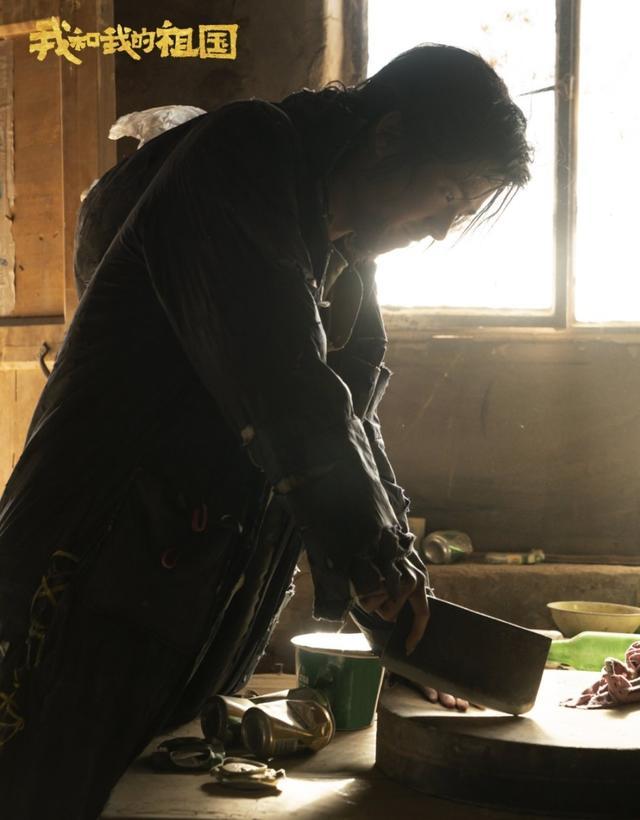 狂野男孩刘昊然用菜刀砍指甲,这是闹哪般?