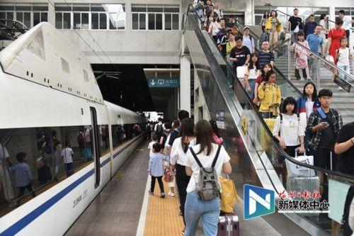 """福州火车站""""十一""""发送旅客110万人次 再创历史新高"""