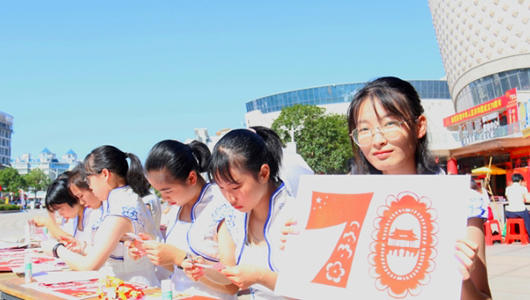 """霞浦县举办""""美的传承""""剪纸技艺展示活动"""