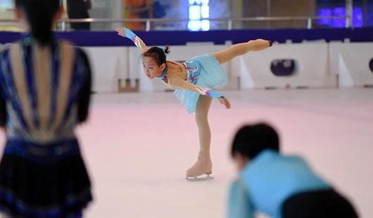 福建福州:花樣滑冰 國慶冰上訓練忙