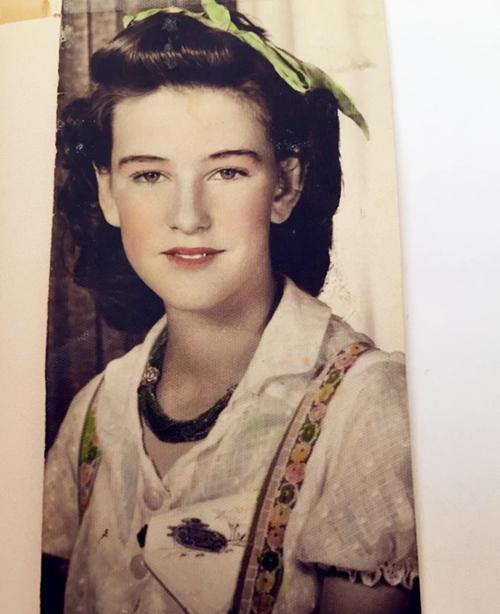 昆凌奶奶是哪国人 昆凌奶奶个人资料照片