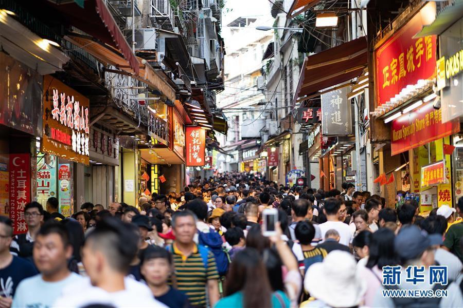 国庆假期全国零售和餐饮企业销售额达1.52万亿元