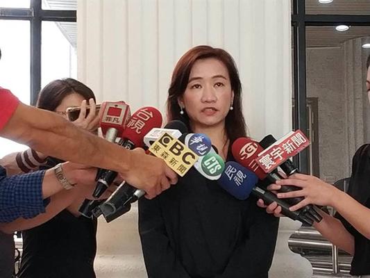 高雄��新闻局长王浅秋澄清:未接到韩国瑜研究请假消息