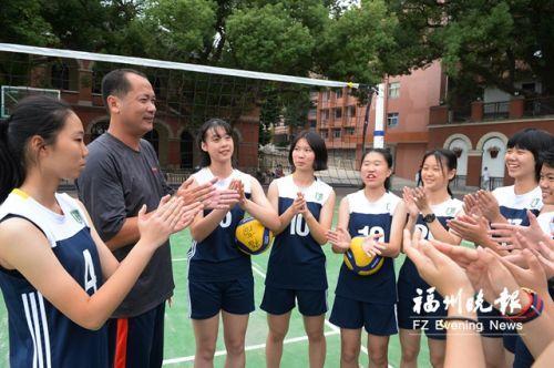 福高女排拿下省赛一等奖 女排前国手为她们祝贺