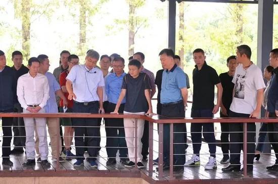 马云打卡博物馆 秒被游客认出包围致景区水泄不通