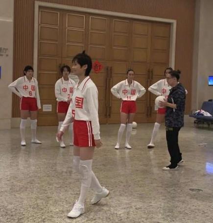 李宇春女排造型曝光,李宇春为什么打扮成女排造型在哪里可以看详细?
