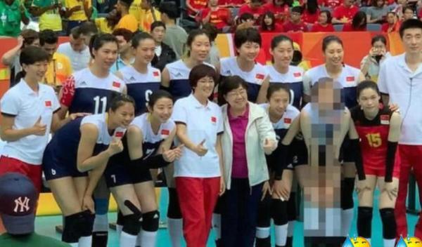 天津体育道歉是怎么回事为什么道歉?《中国女排》合照惠若琪被打码事件始末回顾