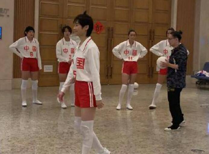 李宇春女排造型是怎么回事?李宇春参加了中国女排的拍摄吗?李宇春女排造型曝光(2)