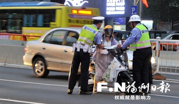 福州 晋安交警半小时查处7起非机动车交通违法