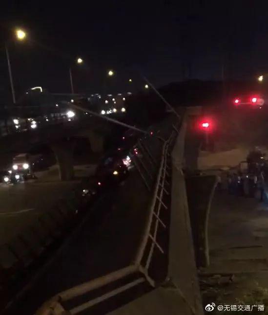 無錫高架橋坍塌車輛被壓現場擁堵,該工程設計單位為蘇交科建設耗時22個月
