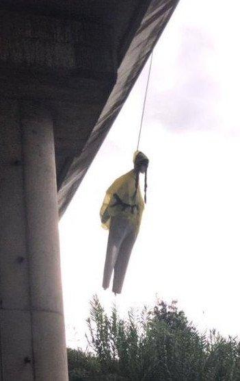 环保少女人偶被吊怎么回事 瑞典环保少女形象遭恶意制成人偶吊在桥边
