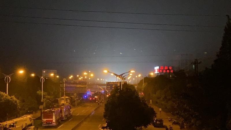 无锡高架抢救现场 货车超载或者是招致变乱的起因之一