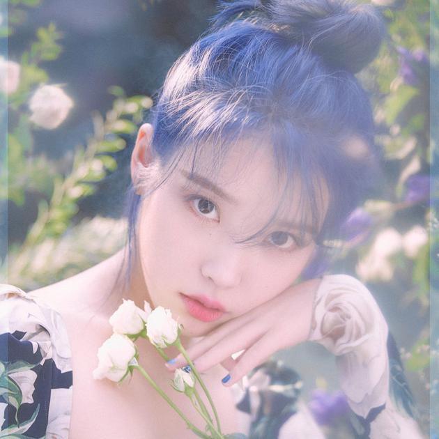 IU蓝发造型曝光也太仙了吧 IU新专辑《Love poem》什么时候发售