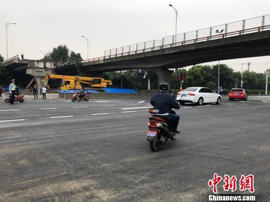 无锡桥面侧翻事故:桥下事发路段路面及交通基本恢复