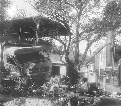 南平兩車相撞司機被困 養護工人火速救援