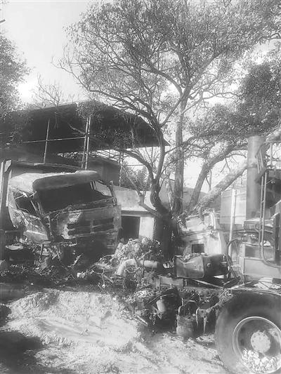 南平两车相撞司机被困 养护工人火速救援