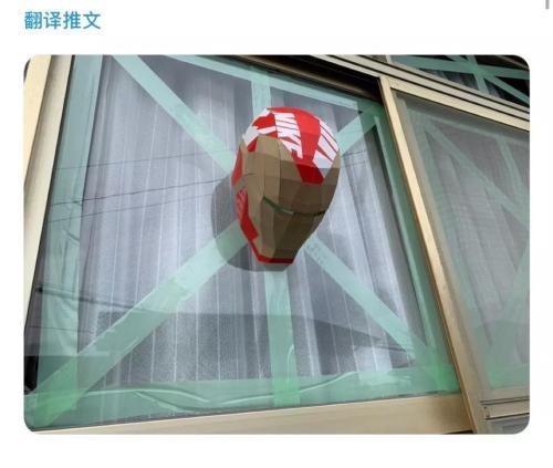 """日本网友:""""听说在窗户上贴点胶带比较好?""""图片来源:社交网站截图"""