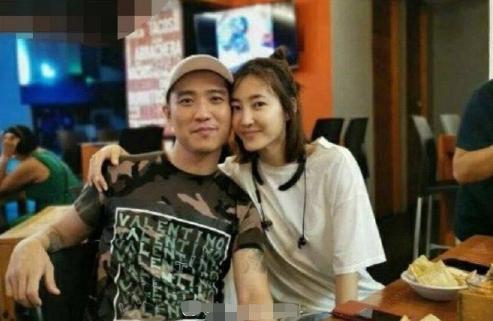 闪婚?王丽坤被曝与男友民政局低调领证,9月初恋情才浮出水面