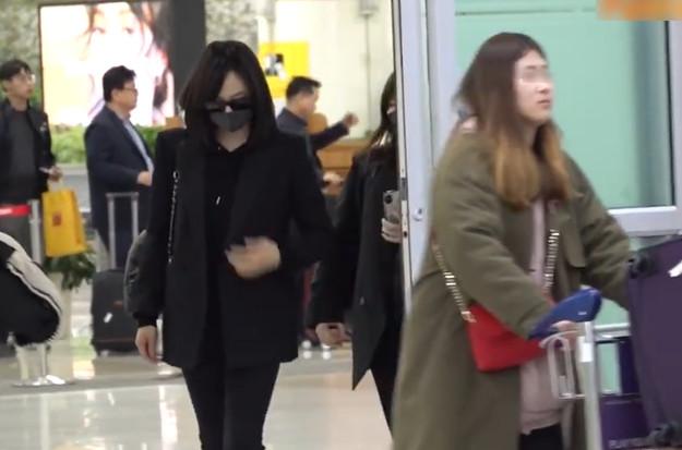 宋茜抵达韩国低头疾行,宋茜和雪莉关系有多好?
