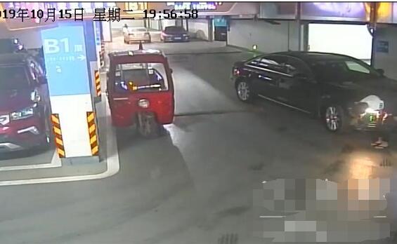小学生偷开奥迪什么情况 小学生没学过车是怎么偷开奥迪的