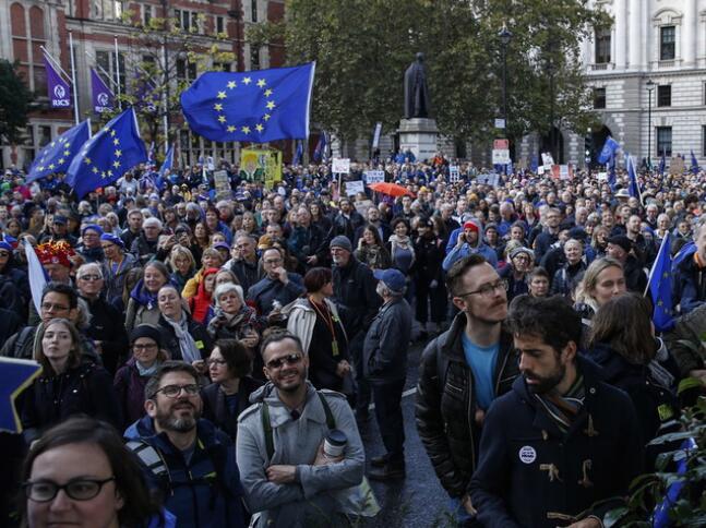 伦敦爆发万人游行怎么回事 伦敦为什么爆发万人游行