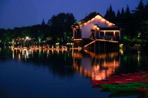 资料图:10月19日拍摄的乌镇夜景。新华社供图
