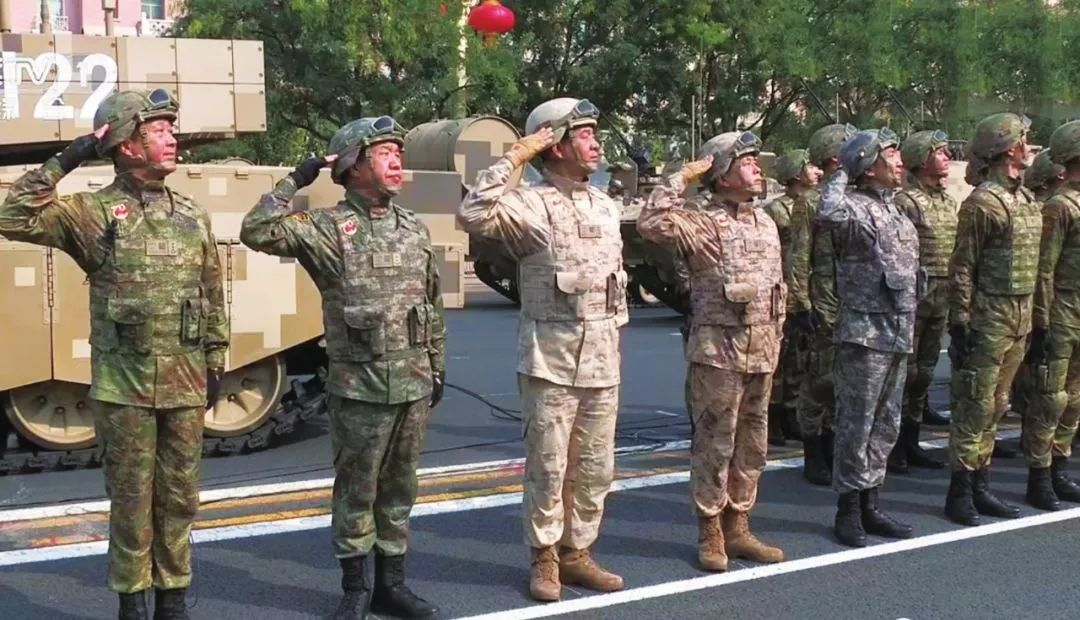 解放軍新式迷彩服偽裝效果超棒 解放軍新式迷彩服圖片