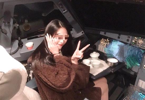 网红进飞行客机舱做什么桂林航空机长跟这位网红什么关系为何这样做