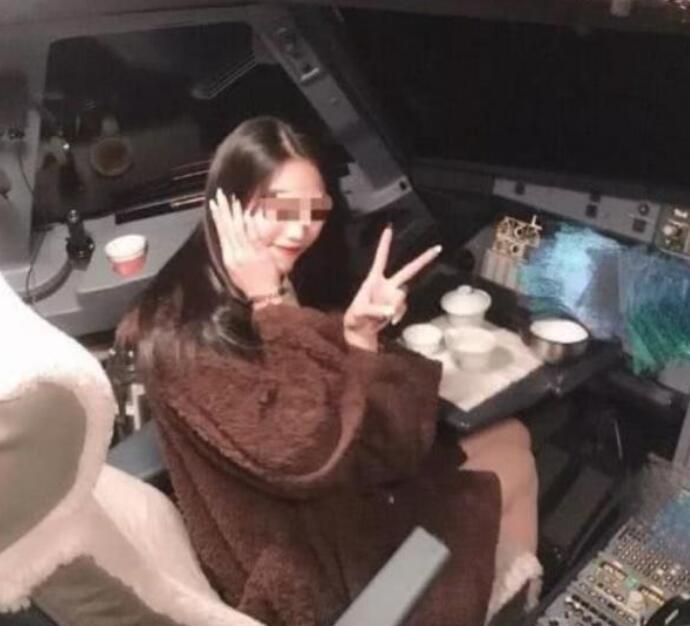 桂林航空机长停飞 他与涉事女网红是情侣为博红颜一笑太荒唐