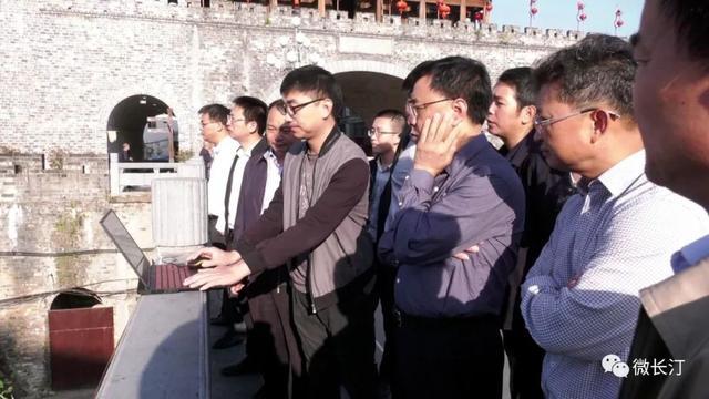 太阳城网站长汀县领导调研五通桥廊桥景观设计建造工作