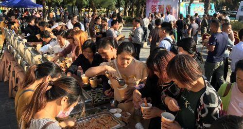 中国·漳浦翡翠六鳌首届紫菜美食节鲜甜开幕 助力旅游产业发展
