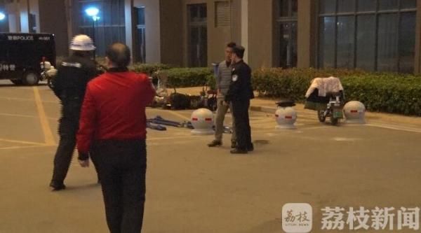 南京一家三口身亡怎么死的?丈夫坠楼身亡妻子儿子死在室内现场图