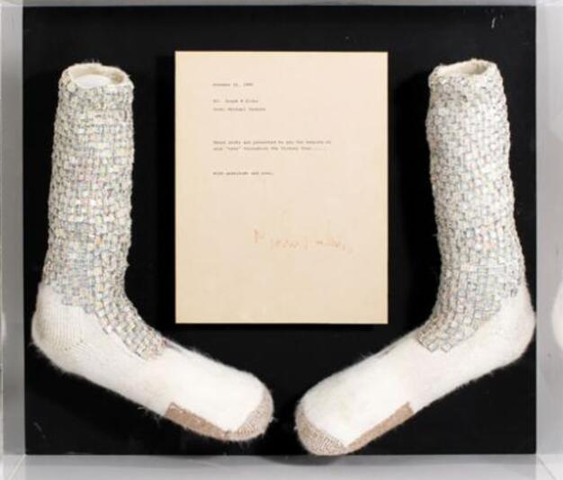 杰克逊水晶袜拍卖 天价金额使人汗颜买来收躲吗
