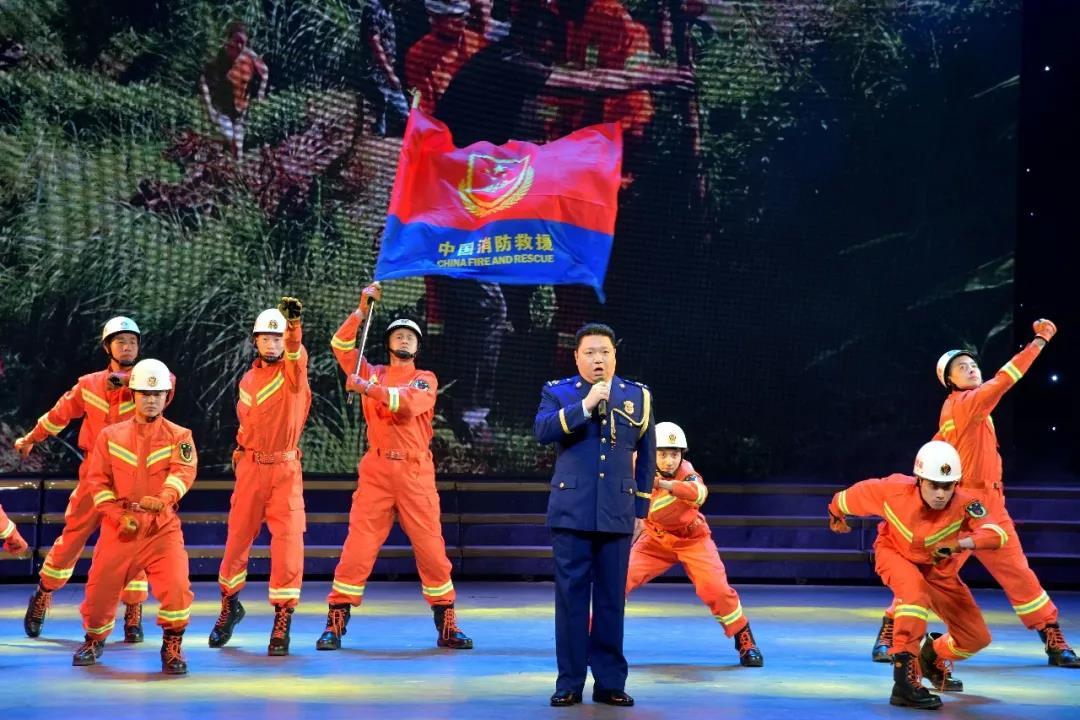 """舞动""""火焰蓝""""的激情 ——福建省消防救援总队举办""""人民消防心向党""""大型文艺汇演"""