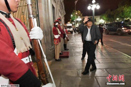 玻利维亚总统莫拉莱斯宣布辞职 将重新举行大选