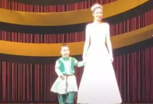 佟麗婭兒子正臉照片曝光長什么樣?佟麗婭兒子像媽媽還是像爸爸