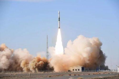 两枚火箭相继飞天是怎么回事?两枚火箭相继飞天现场图有何意义