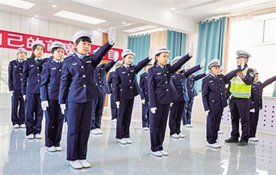 内蒙古呼和浩特小学生学习交通安全知识