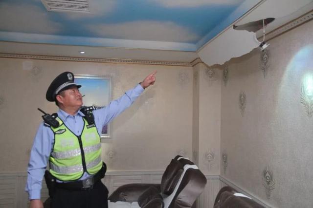 40斤巨蟒藏身10年怎么回事藏在哪里?天花板掉下四十斤大蟒蛇現場圖片曝光 天花板為什么會有蛇?