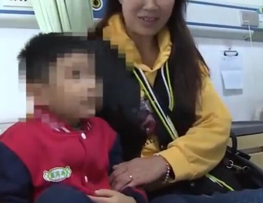 男童劝老人反被打现场视频68岁老人对4岁男童下手原因令人愤怒