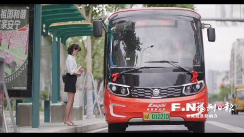 """福州:暖心公交""""穿针引线""""织出文明网"""