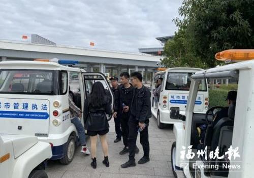 连江城建监察大队为群众出行提供便利