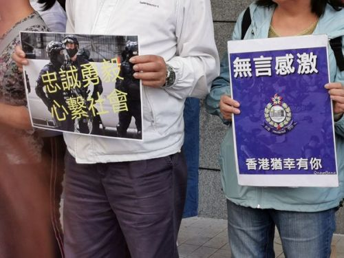 """香港市民支持警队""""新一哥""""邓炳强上任"""