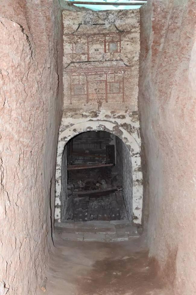甘肃发现王族墓葬详细新闻介绍 甘肃发现王族墓葬现场照片大曝光【组图】